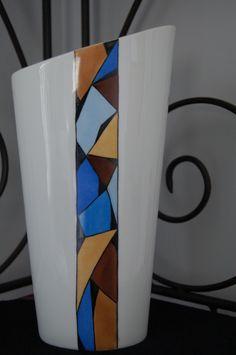 Vase conique oval en porcelaine de Limoges