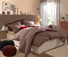 K perfektnímu dekoru do ložnice vám dopomůže saténové povlečení, které je dostupné i v nadměrné velikosti.