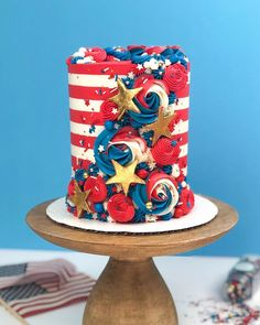 It s July For me that means vacation time and it always starts with a bang celebrating the Family Fireworks and Food of course Fourth Of July Cakes, 4th Of July Desserts, Fourth Of July Food, 4th Of July Celebration, 4th Of July Party, July 4th, Fireworks Cake, Fig Cake, Little Girls