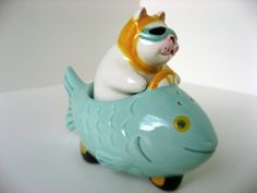 CLAY ART NESTER CAT DRIVING FISH CAR SALT & PEPPER SHAKERS