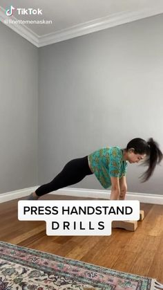 Gymnastics Stretches, Dance Stretches, Gymnastics Skills, Gymnastics Poses, Gymnastics Videos, Gymnastics Workout, Cheerleading Workouts, Cheer Workouts, Gym Workout Tips