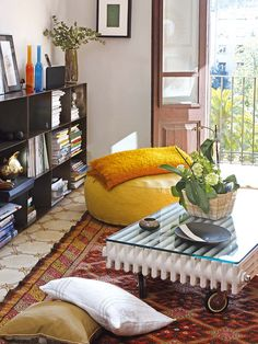 I stumbled upon this great spanish website presenting plenty of houses and flats ! And my attention focused on this strange coffee table made out of an old cast iron radiator, with wheels and glass table top.Made by Bonba Studio,  I love the vintage look it gives to the room. Anyway, it ... #CastRonRadiator, #CoffeeTable, #Radiator, #Repurposed