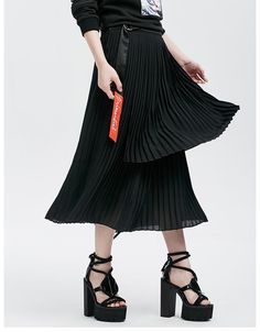 Beautiful black skirt with Sashes decoration and pleated silhouette. Jean Skirt, Pleated Skirt, High Waisted Skirt, Waist Skirt, Jeans Style, Tulle, Chiffon, Trousers, Ballet Skirt