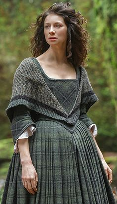 Outlander Claire Outfit clothes I want to knit this fabulous shawl. I hope I can find a pattern for it.