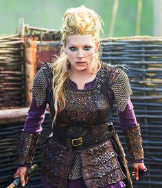 Katheryn Winnick as Lagertha Vikings season 4 Katheryn Winnick Vikings, Vikings Lagertha, Lagertha Lothbrok, Lagertha Hair, Lagertha Costume, Vikings Tv Series, Vikings Tv Show, Viking Life, Viking Warrior