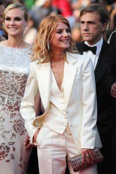 Mélanie Laurent en Yves Saint Laurent au Festival de Cannes 2009 Nice, that's why I have also 2 suits:D Glamour Moda, Looks Street Style, Looks Chic, White Outfits, Mode Style, Wedding Suits, Classic Looks, Suits For Women, Ideias Fashion