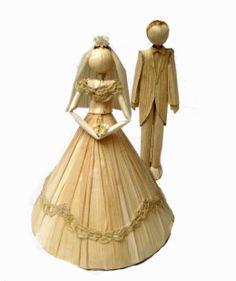 Casal de noivinhos super delicado e decorativo feito em palha de milho por…                                                                                                                                                                                 Mais