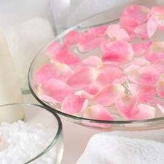Το ροδόνερο  είναι ένα φυτικό παρασκεύασμα ομορφιάς, εξαιρετικά ευεργετικό για λιπαρά δέρματα που είναι επιρρεπή σε σπυράκια και ακμή. Η...