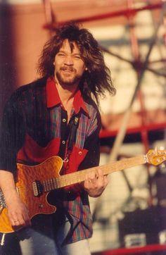 again, great guitar, bad shirt/goatee combo.