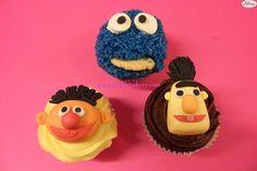 "Cupcakes decorados fondant www.ameliabakery.com ""epi y blas"""