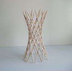 Skewer hyperboloid is part of architecture - 20 skewers 70 rubberbands Designer George Hart Craftsman Francesco Mancini Reference George Hart's website Parametrisches Design, Theme Design, Bamboo Architecture, Concept Architecture, Architecture Design, Toothpick Sculpture, Ribbon Sculpture, Bamboo Structure, Rainbow Loom Charms