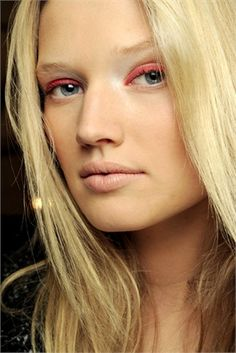 new trend in red eye shadow