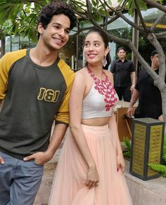Ishaan Khatter and Janhvi Kapoor - Beautiful Bollywood Actresses  IMAGES, GIF, ANIMATED GIF, WALLPAPER, STICKER FOR WHATSAPP & FACEBOOK