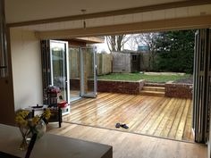 right angle? decking flooring matching More - Gardening Layout - right angle?…… decking flooring matching More – Gardening Layout Best Picture For flower gar - Bungalow Extensions, House Extensions, Deck Flooring, Outdoor Flooring, Door Decks, Kitchen Diner Extension, 1930s House, Patio Doors, Bifold Doors Onto Patio