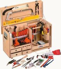 BMI Werkzeugbox (aus der Kiste und den Systainereinsätzen lässt sich sicher etwas neues kreieren.) passend dazu gibts nen Unterbauwagen: http://shop.opo.ch/opo/download/files/SortiLog/CHD/20/20.12-13.pdf
