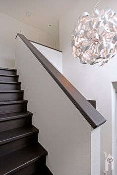Modern Staircase, Staircase Design, Interior Stairs, Interior Design Living Room, Half Walls, Attic Remodel, House Stairs, Home Trends, Stair Railing