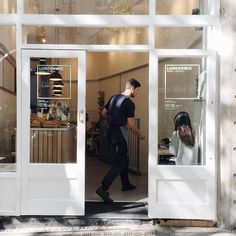 New coffee shop door design store fronts ideas Interior Windows, Cafe Interior, Interior Paint, Interior Design, Coffee Shop Design, Cafe Design, Cafe Door, Shop Doors, Coffee Stands