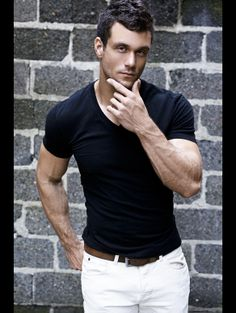 William Price great summer look. white jeans with black.