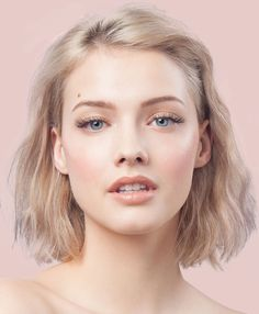 We have gathered the best images for you from the no makeup makeup look, which is an indispensable and practical suggestion for the summer months. Smoky Eye, Dark Grey Hair, Birthday Woman, Media Images, Tips Belleza, Summer Months, Makeup Looks, Black Women, Make Up