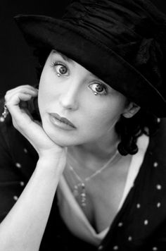 Isabelle ADJANI Isabelle Adjani, Female Actresses, Actors & Actresses, Black White Photos, Black And White, Celebrity Twins, Beauty Skin, Hair Beauty, Best Actress Award