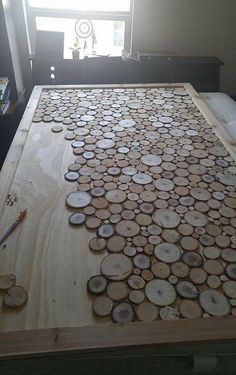 DIY Wooden Log and Slice Home Decor Ideas to Copy Right Now - Diy kopfteil Rustic Log Furniture, Diy Furniture, Design Furniture, Furniture Outlet, Furniture Stores, Discount Furniture, Antique Furniture, Modern Furniture, Furniture Websites