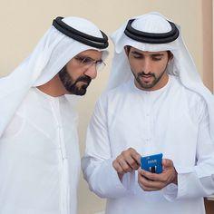 Mohammed bin Rashid bin Saeed Al Maktoum con su hijo, Hamdan bin Mohammed bin Rashid Al Maktoum, 23/06/2015. Vía: khalifasaeed