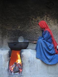 Traditional cooking with open flame in Northern Afghanistan - Hagyományos sütés nyílt lánggal Észak Afganisztánban