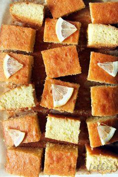 Лимонный кекс с сиропом Cornbread, Ethnic Recipes, Desserts, Food, Biscuits, Millet Bread, Tailgate Desserts, Deserts, Essen