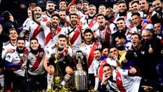 River Plate, champion of the Cops Conmebol Libertadores 2018 You Funny, Really Funny, Funny Jokes, Short Curly Bob, Short Curly Styles, Blonde Bob Cuts, Curly Blonde, Funny Images, Finals