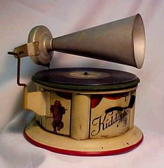 """Antique Litho """"Tin Phonograph """"with litho Dancing Bear. Germany, c WWI Metal Toys, Tin Toys, Vintage Tins, Vintage Antiques, Radios, Oldschool, Record Players, Phonograph, Retro Art"""