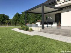 Doskonałe zadaszenie tarasu u naszego Klienta za pomocą pergoli pro oraz markizy - Blog MK Studio Warszawa Pergola, Sidewalk, Outdoor Structures, Houses, Blog, Home Decor, Modern Kitchens, Decks, Trendy Tree