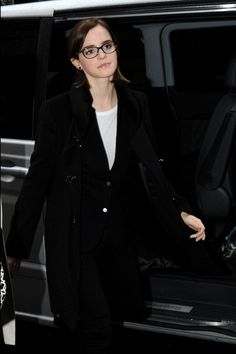 Emma Watson is seen at BBC Radio 1 promoting her latest film ëThe Perks of being a Wallflowerí. - Emma Watson Makes the Rounds in London 3  Crediti : Zimbio  Instagram : https://www.instagram.com/we.love.emma.watson.crush/  Passate dal nostro gruppo ; https://www.facebook.com/groups/445446642475974/  Twitter : https://twitter.com/GiacomaGs/status/907646326359445509 ?   ~EmWatson