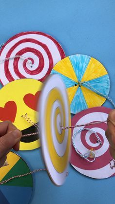 DIY Paper Spinner Toys - Red Ted Art DIY Paper Spinner are super fun and easy to make.These paper spinning toys are also a great way to explore colour theory & fun with patterns.STEAM for kids Paper Crafts For Kids, Baby Crafts, Projects For Kids, Paper Crafting, Diy For Kids, Fun Crafts, Arts And Crafts, Decor Crafts, Diy Projects