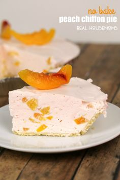 This NO BAKE PEACH CHIFFON PIE is light, delicious and super simple to make! My mother-in-law first made this pie. I loved how light and refreshing it was - the perfect summer dessert. The best part is, Best Peach Pie Recipe, Easy Peach Pie, Peach Pie Recipes, Fruit Recipes, Baking Recipes, Nutella Recipes, Sweet Recipes, Cake Recipes, Recipes