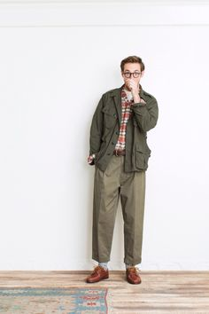 着こなしに幅を。|ビームス プラス 原宿|BEAMS Military Fashion, Boy Fashion, Retro Fashion, Mens Fashion, Fashion Outfits, Fashion Design, Style Fashion, Looks Style, Looks Cool