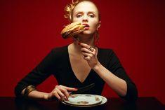 Por qué tengo siempre el vientre hinchado -   Hago dieta y ejercicio (sobre todo, abdominales), trato de comer de forma saludable y beber agua… pero igualmente mi vientre hinchado es una pesadilla. Esto es una realidad para muchas personas (sobre todo notado por las mujeres) y no encuentran una razón aparente a su problema. En este...