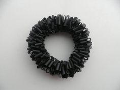 Zwart rubber armband. Rubber komt van gerecycleerde door assieshop