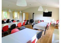 Ein Gruppenraum für alle Gäste, auch für Seminare und andere Veranstaltungen geeignet.