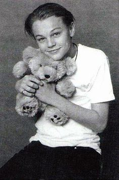 Teddy Bear Hugging Leo The 28 Different Types Of Leonardo DiCaprio Brad Pitt, Leonardo Dicaprio Fotos, Leonard Dicaprio, Teddy Bear Hug, Teddy Bears, Actrices Hollywood, Look At You, Rare Photos, Beautiful Celebrities