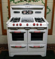"""Vintage Gas Stove. Back in days when Revere Ware Copper Cookware was at it best """"Pre-1968""""  After 1968- Thinner copper bottom cookware."""