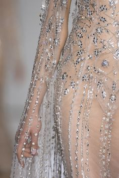 Inspiration Mode Detail at Ralph and Russo Couture Fall Winter 2017 - Angels Couture Fashion, Runway Fashion, High Fashion, Womens Fashion, Net Fashion, Couture Details, Fashion Details, Fashion Design, Ralph Et Russo
