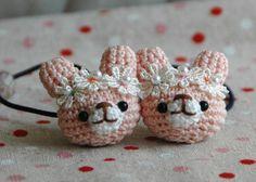レース飾り付きうさぎあみぐるみヘアゴム*2個セット 2x Crochet Hair Accessories, Crochet Hair Styles, Crochet Bows, Diy Crochet, Crochet Keychain, Crochet Earrings, Baby Girl Headbands, Crochet For Kids, Crochet Designs