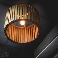 Деревянные люстры и подвесные лампы для лофтов и креативных ... Ikea Lamp, Woodworking Projects, Ceiling Lights, Lighting, Hacks, Home Decor, Light Fixtures, Ceiling Lamps, Glitch