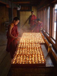 young monks in Tibet lighting butter lamps Buddha Buddhism, Buddhist Monk, Tibetan Buddhism, Buddhist Art, Buddha Meditation, Meditation Music, Dalai Lama, Nepal, Tai Chi