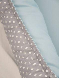 Babynest in grau und blau