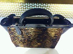 Poartă geanta cu atitudine și vei arăta minunat