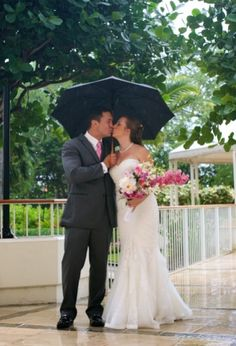 View photos of this real wedding in Hawaii on 10/18/2014. Check out other real weddings from The Knot and The Nest or share your wedding!