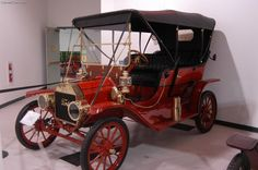 1909 Ford Model T - The Model T was introduced in October of 1908. It was a totally new car in comparison to Ford's previous models. The T was Ford's only offering in 1909. It was available in five body styles - touring, runabout (roadster), coupe, town car and landaulet.