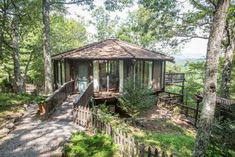 Wooden Yurt Octagon Cabin with Big Windows & Mountain Views - Tiny House Pins Ideas De Cabina, Blue Ridge Mountain Cabins, Yurt Home, Yurt Living, Nature View, Big Windows, Round House, Stay The Night, Little Houses