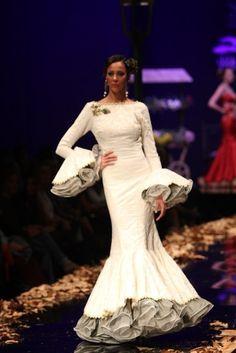 Wappíssima - Simof 2016 - Carmen Vega - 2016 Gala Dresses, Cute Dresses, Spanish Dress, Spanish Fashion, Feminine Dress, Traditional Outfits, Evening Gowns, Designer Dresses, Marie